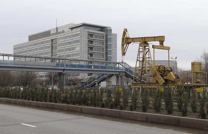 إنتاج نفط قازاخستان يرتفع 10% في النصف/1 ليفوق حصتها بموجب اتفاق عالمي