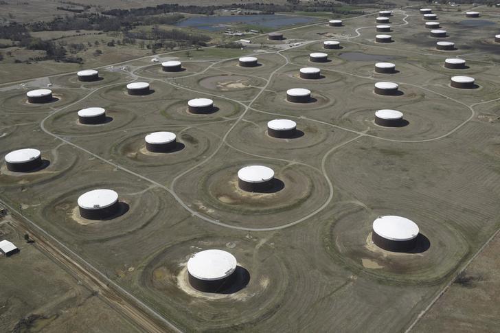 بيانات: مخزونات الخام والبنزين الأمريكية تنخفض بشدة
