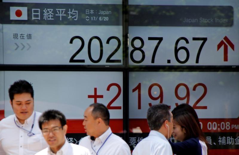 نيكي يلحق بموجة صعود عالمية والقيمة السوقية لتوبكس قرب ذروة عامين