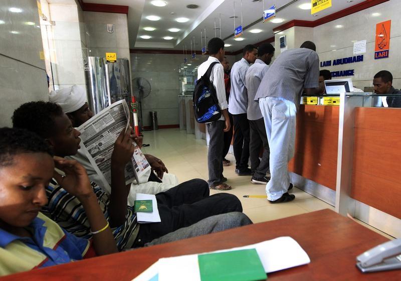 عملة السودان تتراجع والأسعار تقفز مع إرجاء رفع العقوبات