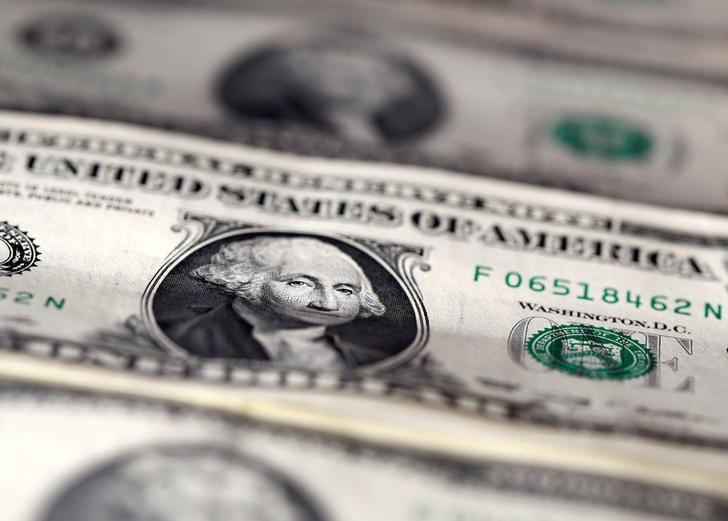 الدولار يتعافى من أدنى مستوى في 13 شهرا مدعوما ببيانات أمريكية قوية