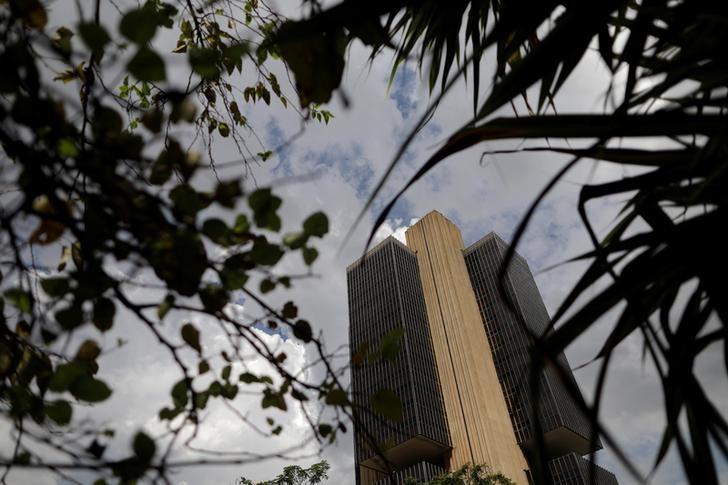 البرازيل تخفض أسعار الفائدة إلى أقل من 10% للمرة الأولى في 4 سنوات