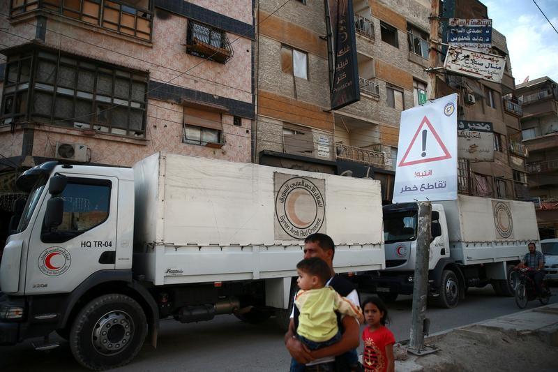 بريطانيا تضغط على سوريا وروسيا للسماح بدخول مساعدات لمناطق محاصرة