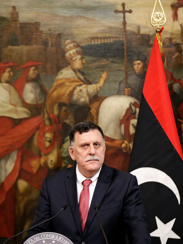 رئيس الوزراء الليبي يلتقي برئيس إيني الإيطالية