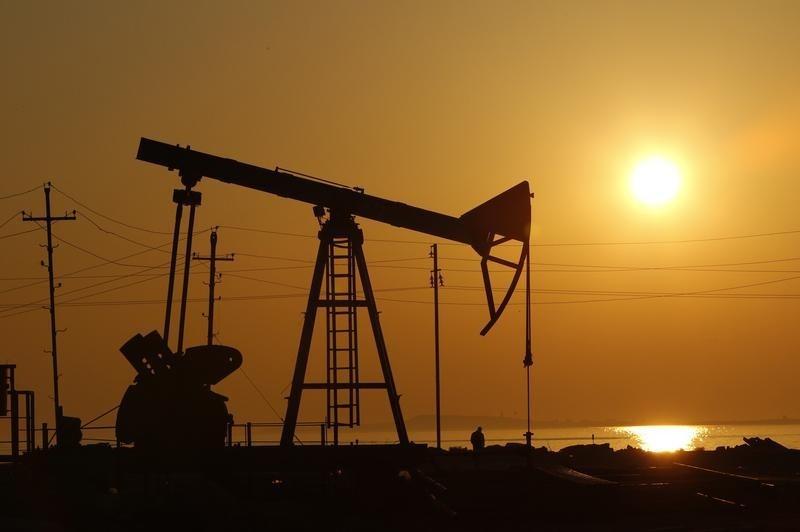 الكويت ترفع سعر بيع النفط إلى آسيا في شحنات سبتمبر