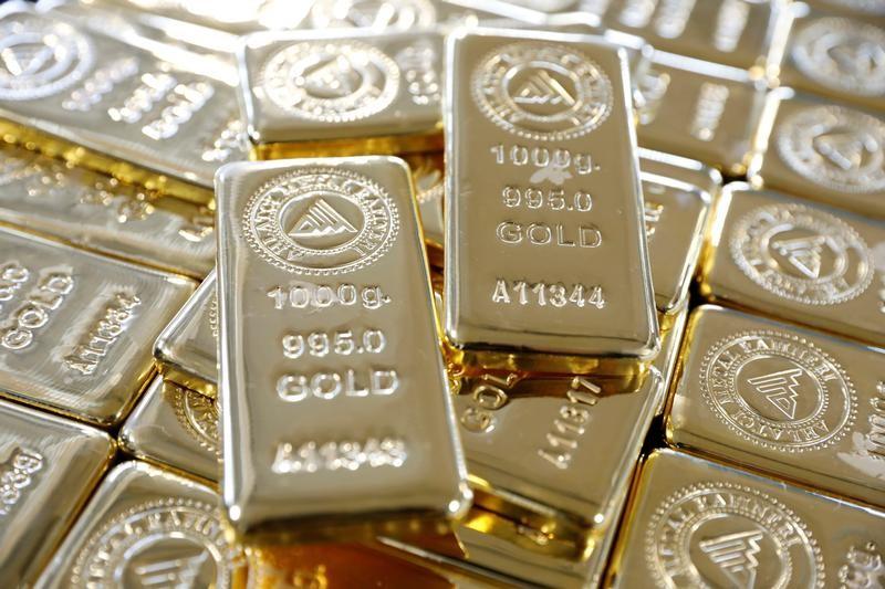 الذهب متماسك قرب أعلى مستوى في 7 أسابيع قبل بيانات الوظائف الأمريكية