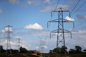 الحكومة البريطانية تبدأ مراجعة لتكاليف الطاقة على المدى البعيد