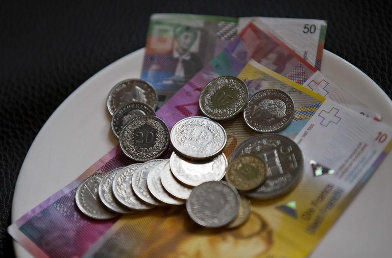 الفرنك السويسري يسجل أكبر زيادة يومية في عامين ونصف العام
