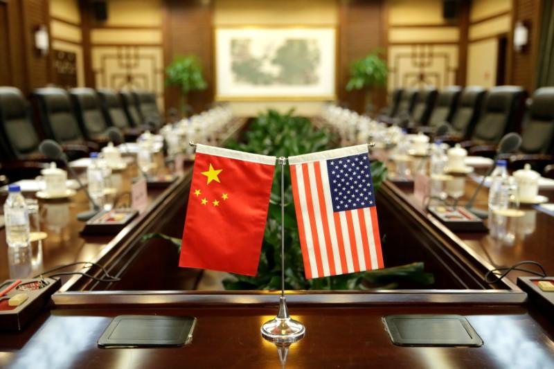 ترامب يكثف الضغط على الصين ويدعو لتحقيق بشأن ممارساتها التجارية