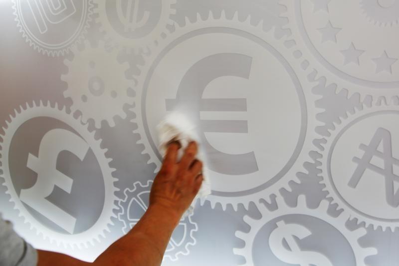 العقوبات الأمريكية على روسيا تخفض قيمة العملة الكازاخية