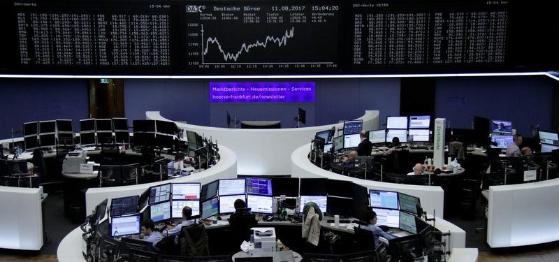 البنوك تقود الأسهم الأوروبية للارتفاع وآر.دبليو.إي يقفز