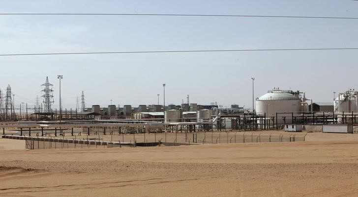 المؤسسة الوطنية للنفط في ليبيا تحقق في اختراقات أمنية بحقل الشرارة