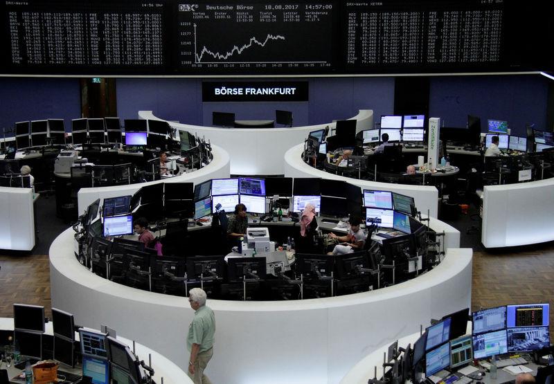 أسهم أوروبا تتراجع صباحا لكن ميرسك وشركات التعدين تحد من الخسائر