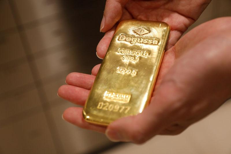 الذهب يستقر مع تركيز المستثمرين على الأوضاع السياسية