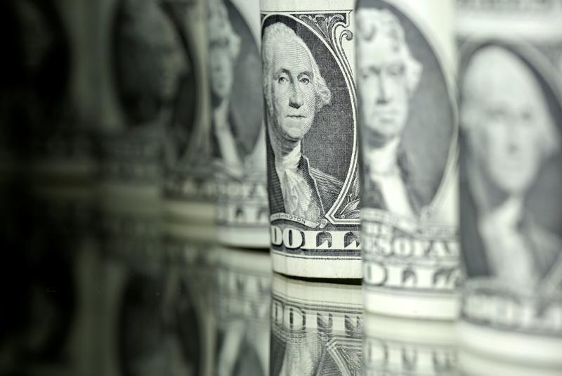 الدولار يستقر قبيل مؤتمر مهم لمسؤولي البنوك المركزية