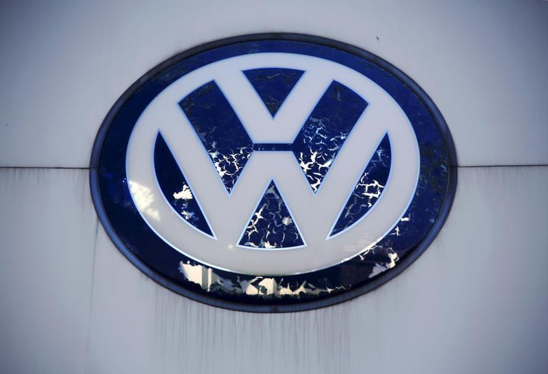 فولكسفاجن ومشروعان مشتركان بالصين سيستدعون 1.8 مليون سيارة بسبب مشكلة في مضخة الوقود