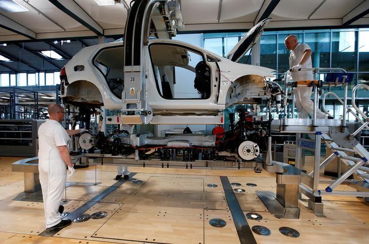 طلبيات المصانع الألمانية تنخفض على غير المتوقع في يوليو