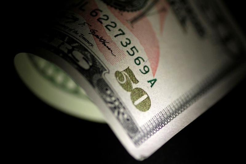 الدولار يتماسك مع تأهب الأسواق لاجتماع المركزي الأوروبي