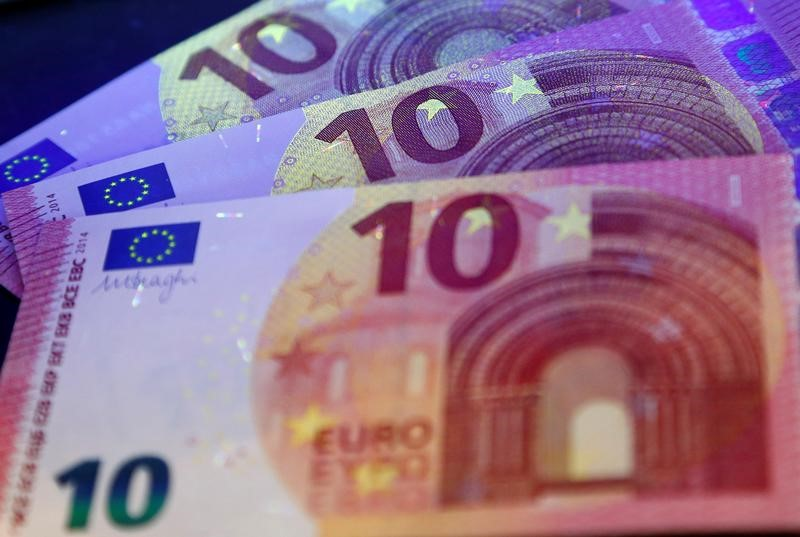 اليورو يصعد لليوم الخامس بدعم من بيانات اقتصادية قوية