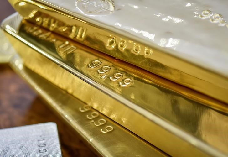 الذهب يواصل صعوده قبيل بيانات أمريكية مرتقبة