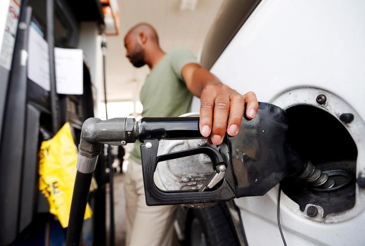 البنزين يرفع أسعار المستهلكين بأمريكا في سبتمبر