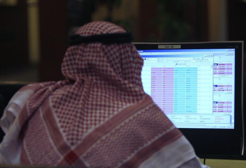 تباين بورصات الخليج ودبي تختبر مستوى مقاومة ونتائج ضعيفة تضغط على عمان