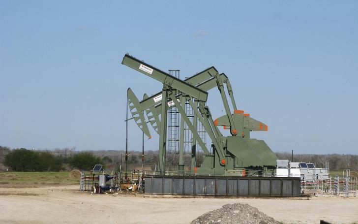 أسعار النفط مستقرة مع استمرار تخمة المعروض وتعزز الطلب