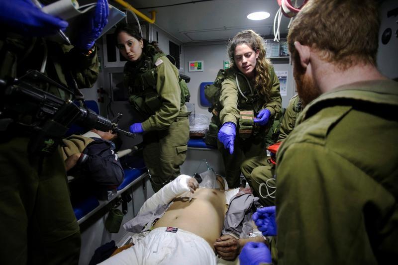 على الحدود بين إسرائيل وسوريا.. المساعدات تتحول إلى حملة لكسب الود