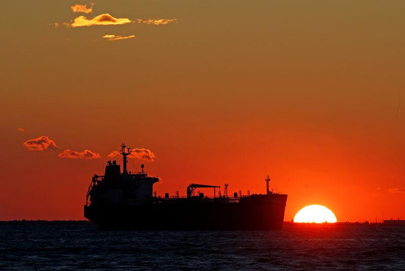 أسعار النفط مستقرة مع تقليص إمدادات السعودية في سبتمبر
