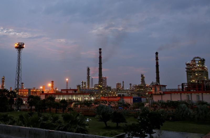 النفط الهندية تسعى لتوفير 10% من احتياجاتها من أصولها الخاصة