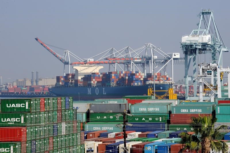 تقلص العجز التجاري الأمريكي في يونيو مع نمو الصادرات لأعلى مستوى في عامين ونصف