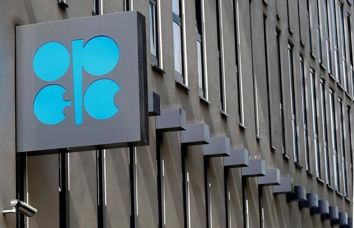 أوبك متفائلة بالطلب على النفط في 2018 لكنها ترفع الإنتاج مجددا
