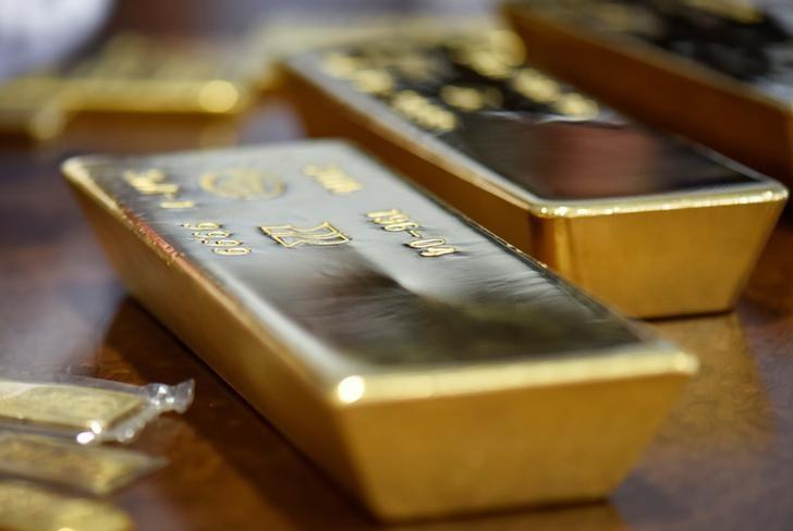 الذهب يتراجع لكنه يبقى قرب مستوى1.300 دولار قبيل اجتماع جاكسون هول