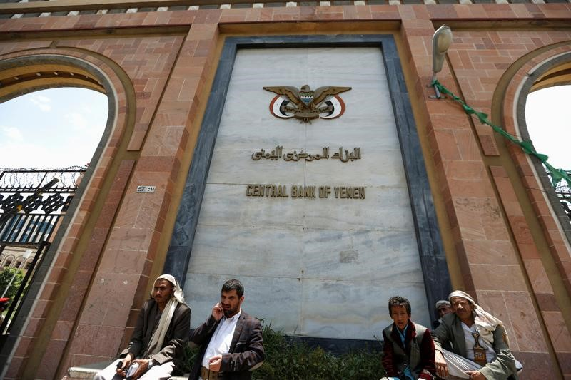 البنك المركزي اليمني يشكو للتحالف من نقص تسليمات الأموال
