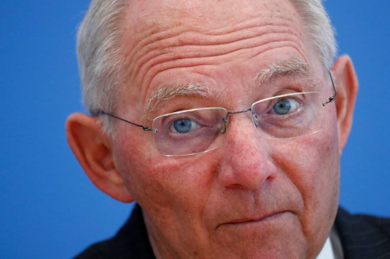 شيوبله يأمل في سرعة إنهاء سياسة الفائدة الأوروبية المتدنية