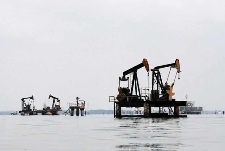 تجار النفط يتوقعون زيادة واردات آسيا من خام فنزويلا حال فرض عقوبات أمريكية عليها