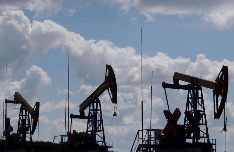 النفط يغلق مستقرا بعد اختبار أدنى مستوى في 3 أسابيع