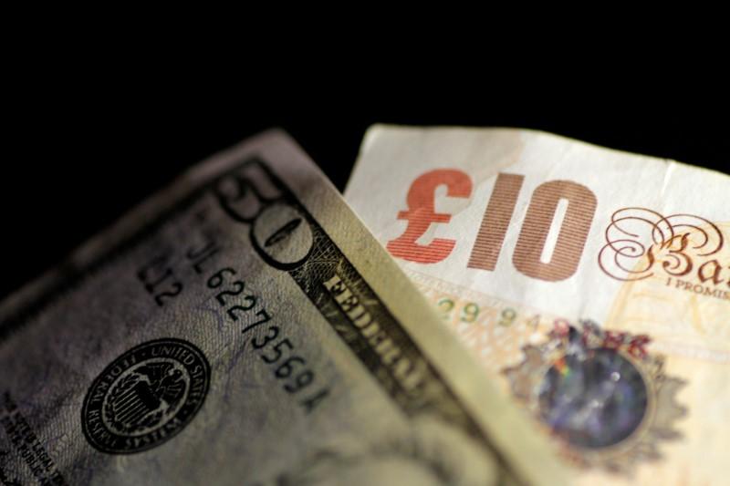 الاسترليني يتراجع أمام الدولار متجها لأدنى مستوى في نحو 6 أسابيع