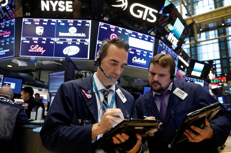 الأسهم الأمريكية تفتح منخفضة مع قلق المستثمرين من تعليقات لترامب