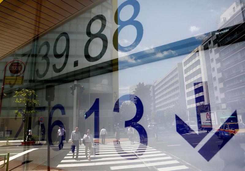 نيكي ينخفض 0.35% في بداية التعامل بطوكيو