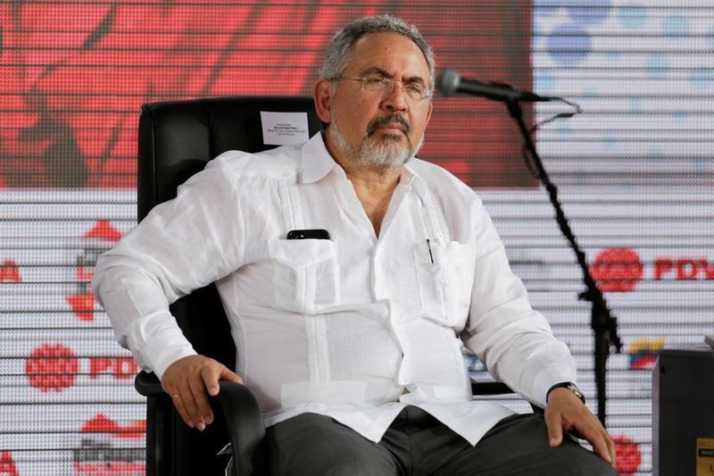 وزير النفط ورئيس بي.دي.في.إس.إيه يتبادلان منصبيهما في فنزويلا