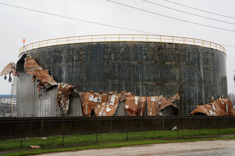 الإعصار هارفي يوقف 25 % من إنتاج النفط الأمريكي من خليج المكسيك