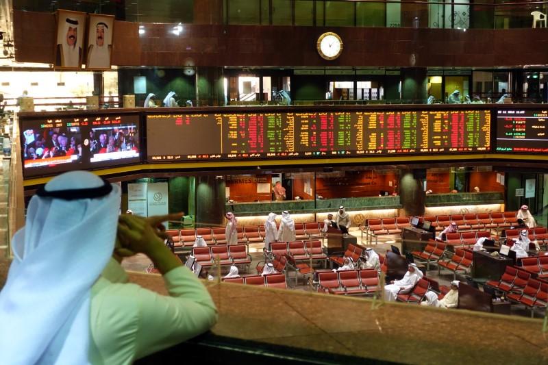 تراجع معظم بورصات الشرق الأوسط مع ضعف مشاركة المستثمرين لكن الكويت ترتفع