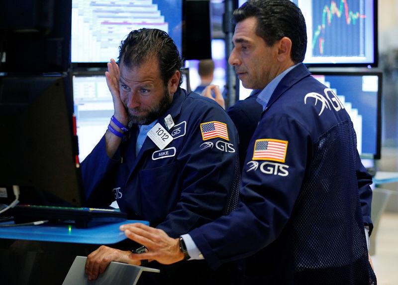 أسهم أمريكا تفتح مرتفعة والمستثمرون يقيمون تأثير هارفي