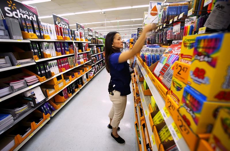 ارتفاع إنفاق المستهلكين الأمريكيين قليلا في يوليو