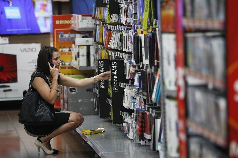 مسح: معنويات المستهلكين الأمريكيين ترتفع في أغسطس