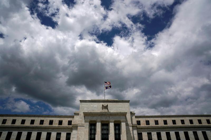 المركزي الأمريكي يرى تسارعا للنمو الاقتصادي لكن التضخم لا يزال ضعيفا