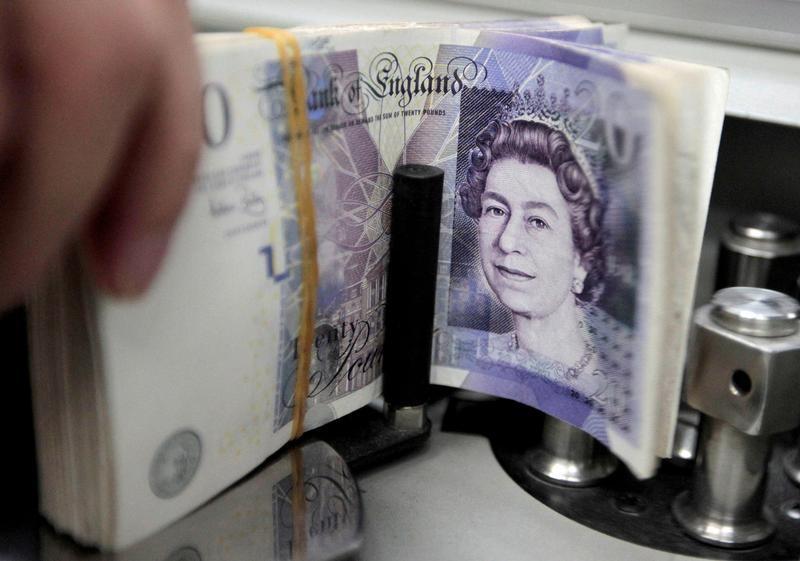 الاسترليني يقفز لأعلى مستوى في ثمانية أيام مقابل الدولار