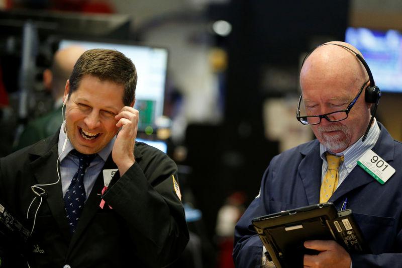 الأسهم الأمريكية تنخفض في بداية الجلسة بفعل خسائر لقطاعي التكنولوجيا والبنوك
