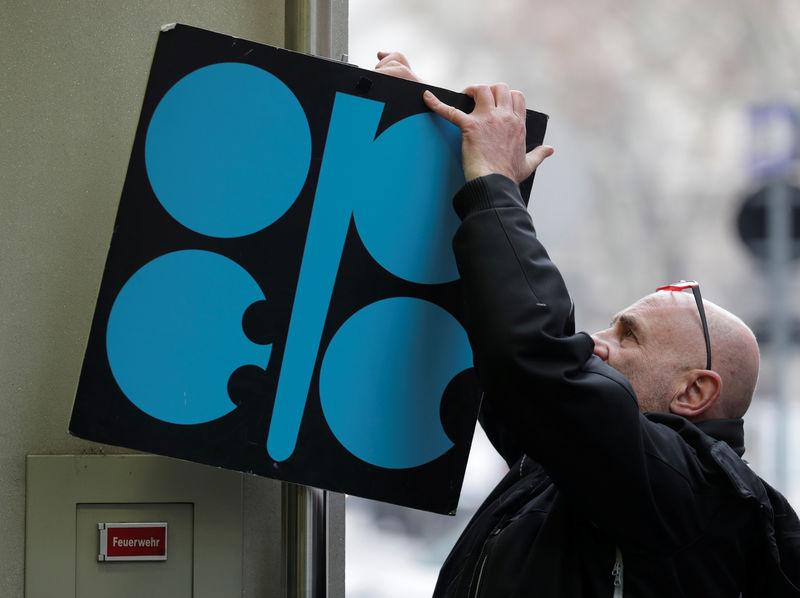 رغم تخفيضات أوبك .. ليبيا ونيجيريا تسعيان لزيادة إنتاجهما النفطي
